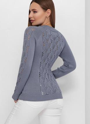 Стильный свитер с красивой вязкой
