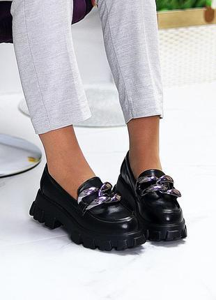 Эффектные модные черные туфли с декором на массивной подошве