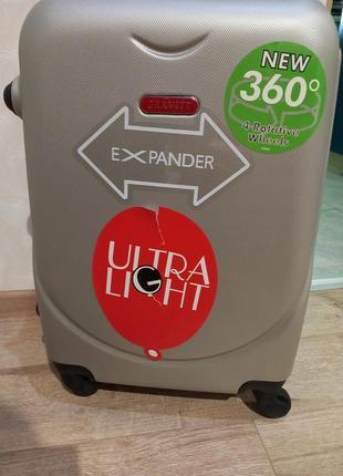 Новый чемодан фирмы gravitt 310 маленький, есть дефект