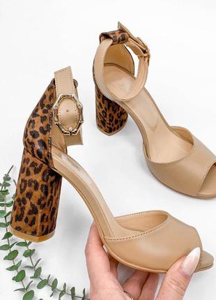Босоножки босоніжки с закрытой пяткой ремешком леопардовые беж бежевые на среднем каблуке устойчивом кожаные натуральная кожа шкіряні натуральна шкіра