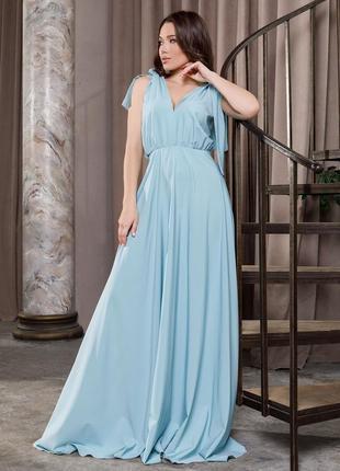 Длинное платье с глубоким декольте