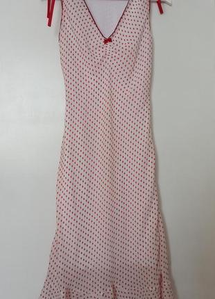 Платье миди в горошек с сборкой на груди