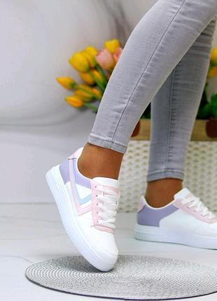 Яркие, мягкие, красивые кроссовки
