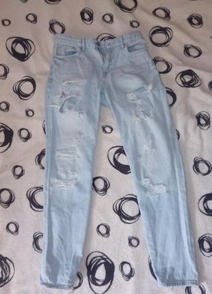 Лёгкие рваные джинсы