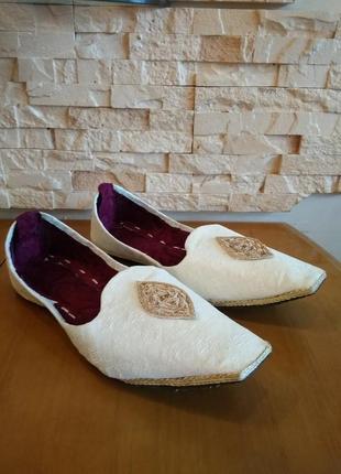 Мужские туфли декорированы под индийские! р. 42-42,5