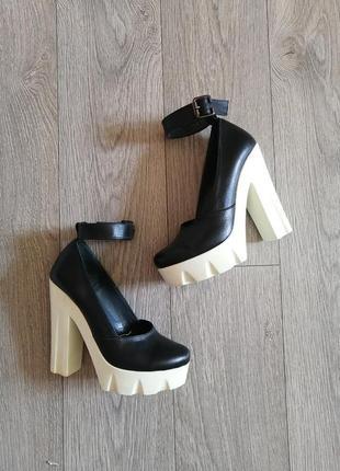 Шкіряні туфлі на тракторній підошві на товстих каблуках кожаные туфли с ремешками