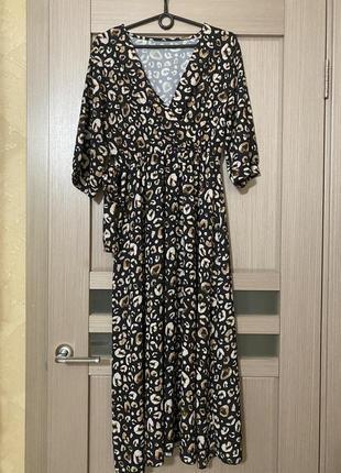 Платье в леопардовый принт с поясом