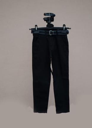 Круті чорні брюки з ременем хлопчику