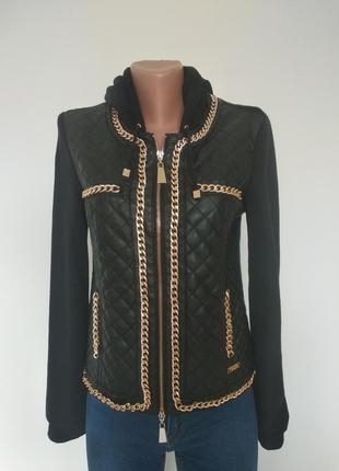 Twin set чорна коротка стьогана демі куртка бомпер вітрівка косуха жакет з ланцюжком з капюшоном 6-8 8-10 xs s оригінал