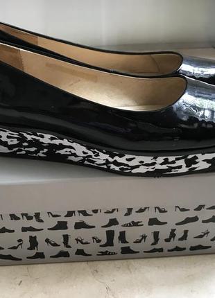 Лакові шкіряні туфлі