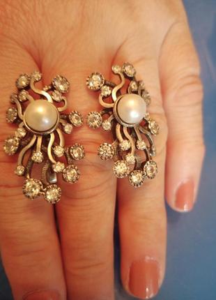 Шикарные серебряные серьги с жемчугом и стразами
