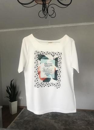 Біла нарядна футболка