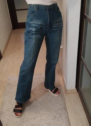Прямые джинсы hot.