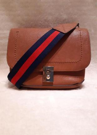 Актуальная стильная коричневая наплечная сумка через плечо кросс боди next2 фото