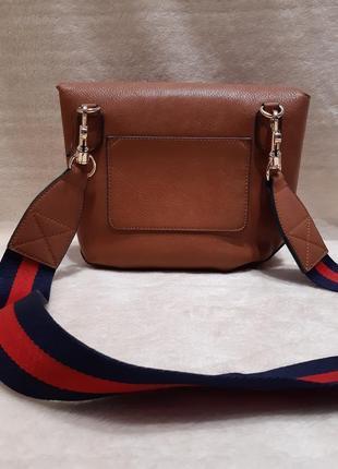 Актуальная стильная коричневая наплечная сумка через плечо кросс боди next3 фото