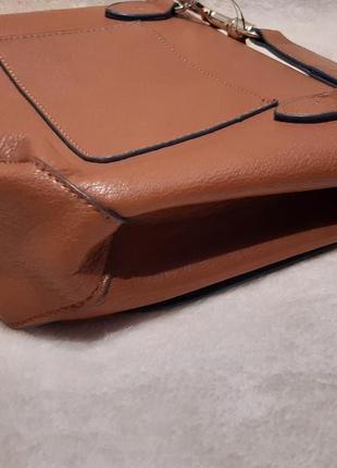 Актуальная стильная коричневая наплечная сумка через плечо кросс боди next9 фото