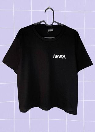 Черная стильная футболка с надписью nasa