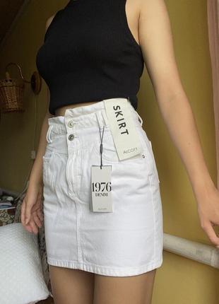 Мини юбка белая джинсовая