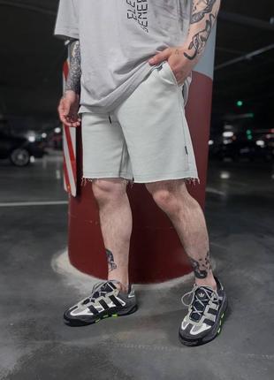 Мужские трикотажные спортивные шорты с карманами сбоку