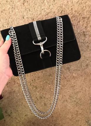 Стильная маленькая сумочка на цепочке от new look