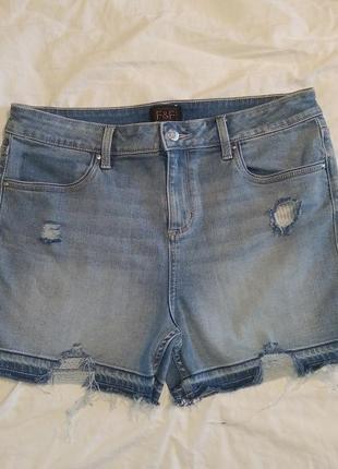 Крутые рваные джинсовые шорты