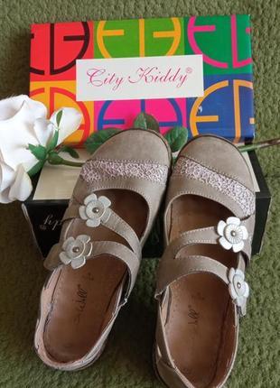 Туфлі-макасини з квіточками