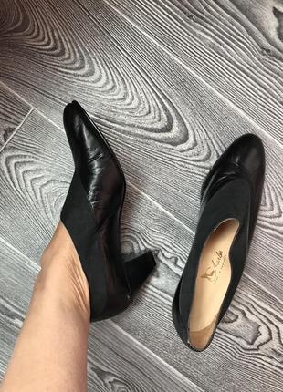 Удобные туфли на устойчивом каблуке