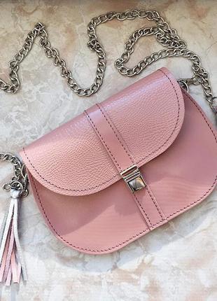 Эта маленькая сумочка станет незаменимым аксессуаром на все случаи жизни! выполнена из натуральной к