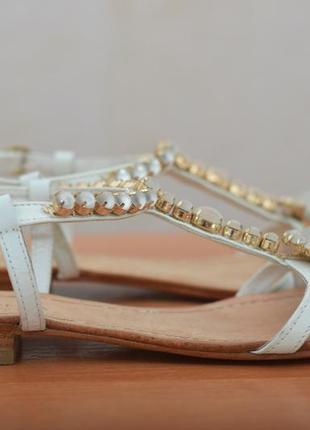 Женские босоножки на низком каблуке с камнями carvela kurt geiger, 37 размер. оригинал
