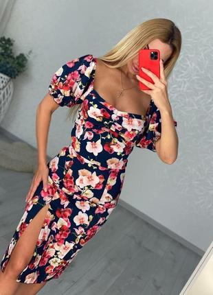 Платье миди в цветочный принт с разрезом