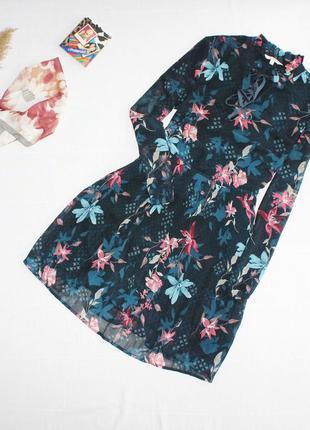 Шикарное платья бомбического изумрудного цвета приталенное в цветы