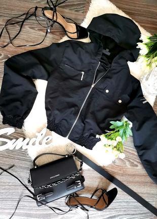 Чёрная укороченая ветровка куртка