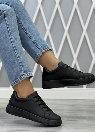 Лёгкие комфортные кроссовки на каждый день