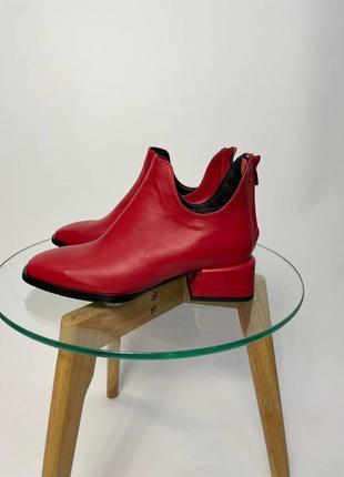 Стильнейшие демисезонные ботиночки устойчивый каблук квадратный носок
