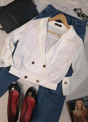 Куртка коротка біла жакет укорочений піджак на гудзиках