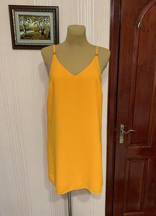 Солнечное платье с красивой спиной