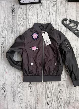 Стильный бомбер куртка ветровка для девочки с нашивками terranova