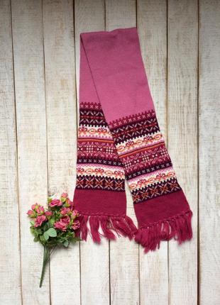 Розовый вязаный шарф с орнаментом