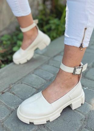 Туфли с ремешком  кожаные