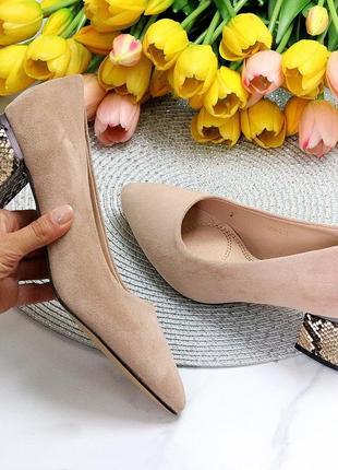 Туфли замшевые беж острый носок квадратный каблук