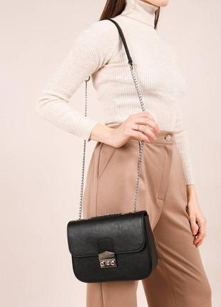 Маленькая женская сумочка клатч на плечо с длинной цепочкой5 фото