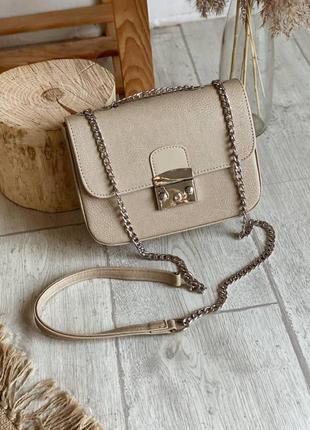 Маленькая женская сумочка клатч на плечо с длинной цепочкой3 фото