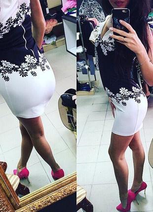 Платье с узором на талии