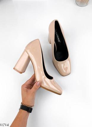 Туфли на высоком каблуке лак