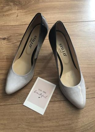 Туфли лодочки на шпильке женские лаковые кожаные градиент белый чёрный