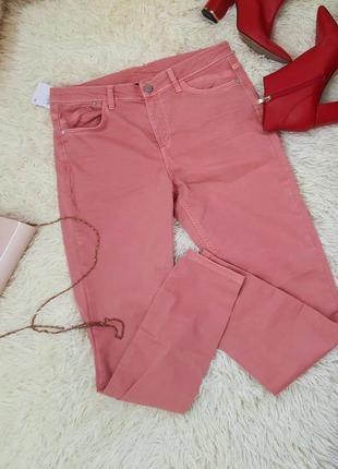 Джинсы-скинни персикового цвета