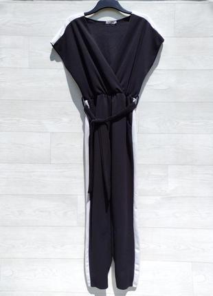 Чёрный комбинезон с белой полоской в спортивной стиле с карманами wal g