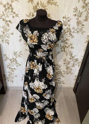 Платье со спущенными плечами в цветочный принт