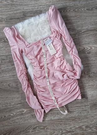 Нежно розовое мини платье жатка с квадратным вырезом