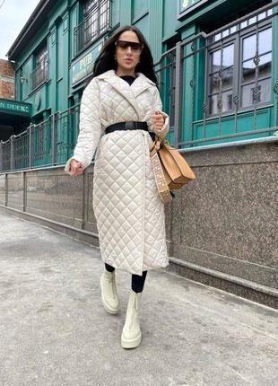 Стёганные вещи - это тренд, который входит в моду и прочно будет занимать лидирующие позиции ещё долгое время 👌 стёганное пальто на утеплителе